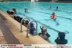 Water skill practise : using mask and snorkeling